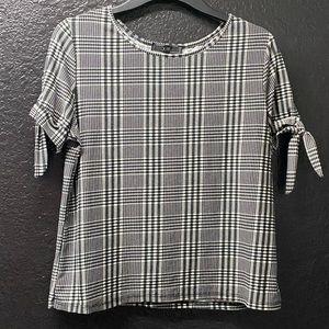👄3/17 Vibe Sportswear Black & White XL Top w/ties